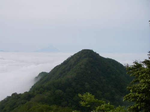 茅ヶ岳と富士山