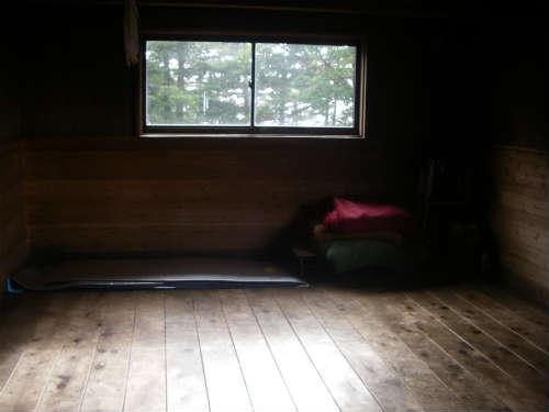 恵那山頂避難小屋 内部