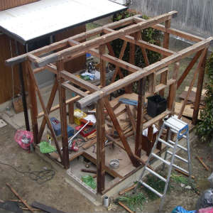 物置小屋の解体作業~骨組みを残すのみ