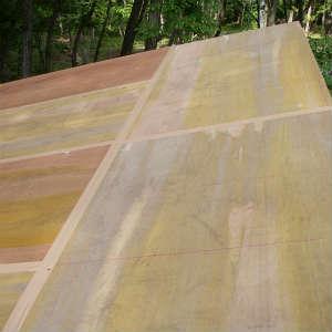 こだわりを捨て屋根の野地板合板を張る。