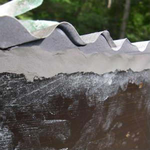 破風板取り付けと隙間を漆喰で埋める