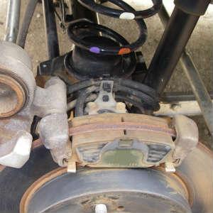 ジムニー(JB23W)のブレーキパッドとブレーキシューの点検、下回り塗装