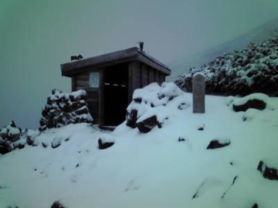 8合目石室避難小屋