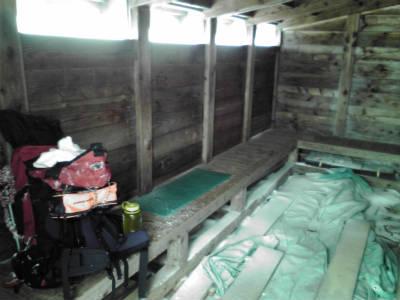 8合目の小屋の中