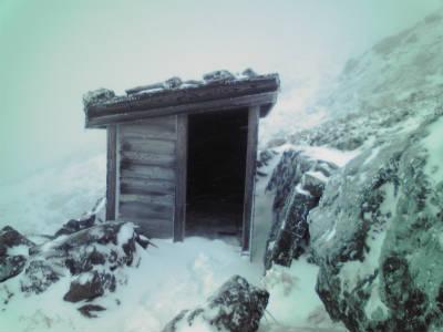 9合目石室避難小屋