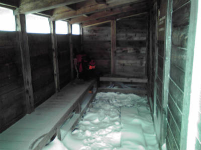 9合目の小屋の中