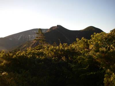 天狗岳の向こうに硫黄岳