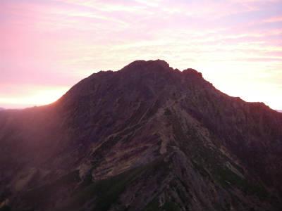 朝日に染まる赤岳