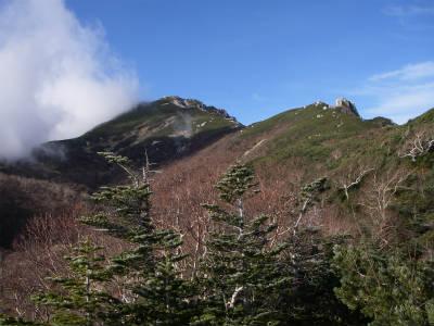 空木岳山頂が見える