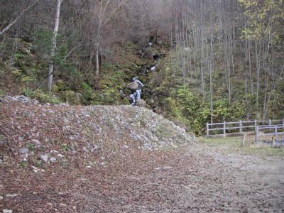 林道行き止まり付近の沢