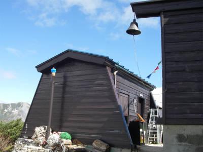トイレと冬期小屋