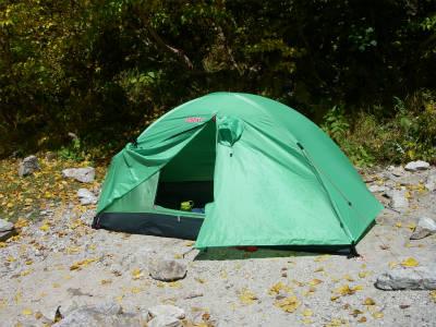 テントを設営して一息ついたところ。
