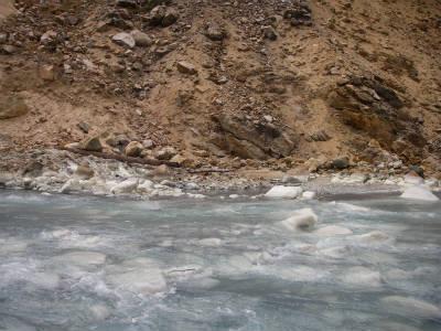 これは川向うにあった適温の天然露天風呂