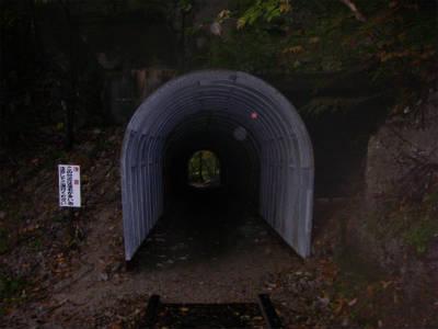 荒天時のシェルターとしても使えそうなトンネル