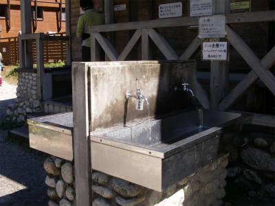 トイレ前の水場