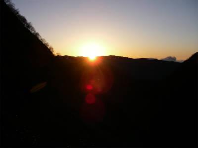 日が昇る。