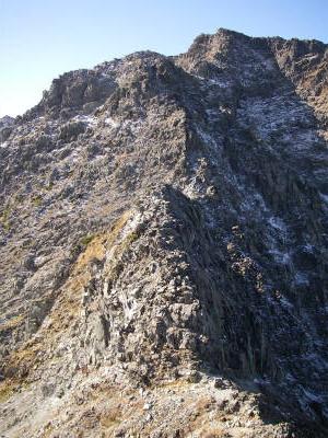 最低コルを抜けると涸沢岳の登りとなる。