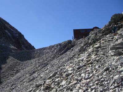 穂高岳山荘を後にする。