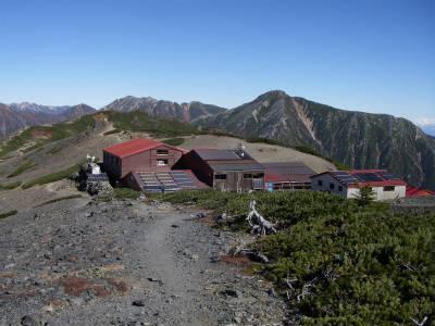 山頂から下って三股方面へと向かう。