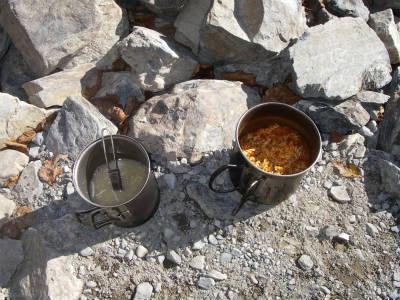 長塀山の登りでエネルギーを消費したので早めの昼食とする。