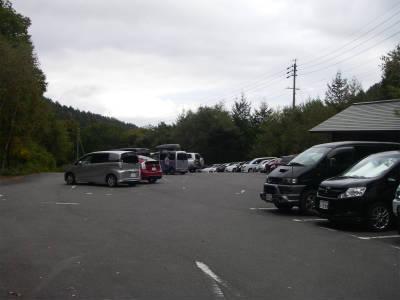 駐車場は満車状態