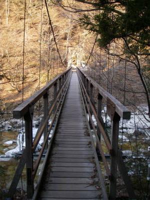 吊り橋の定員は5名
