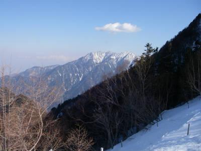 テント場から鳳凰三山を望む。