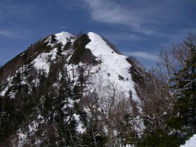 駒津峰が前方に立ちはだかる。