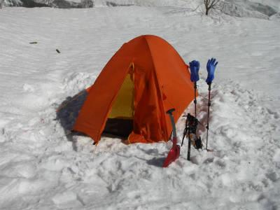広いスペースにテントを設営した。
