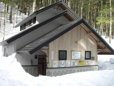 北沢峠の公衆トイレ(冬季閉鎖)