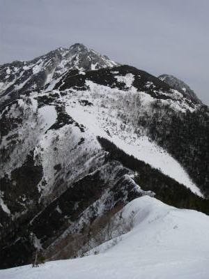 駒津峰へ続く縦走路