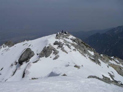 山頂下の石碑群