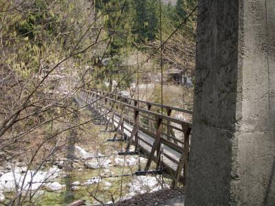 吊り橋を渡れば駒ヶ岳神社だ。