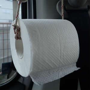 車中泊生活でのトイレットペーパー収納法