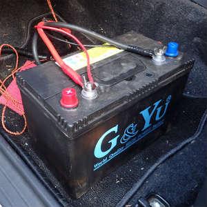 AC充電器でサブバッテリーを充電する