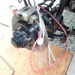 ジムニー(JB23W-8型)ブレーキフルードとリヤワイパーゴムの交換など