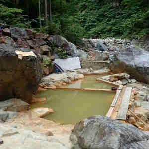 越後湯沢の山奥、赤湯温泉を訪ねて