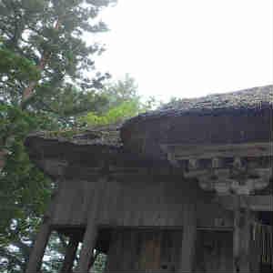 雨の松苧神社へ
