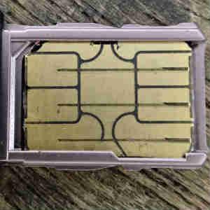 はさみでOK!SIMカード(microSIMからnanoSIMへ)のカット作業