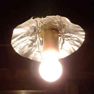 ようやく小屋に照明を取り付けた