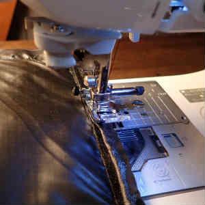 超軽量バックパックの自作~その3 ショルダーストラップの取り付けから底の縫い付けまで