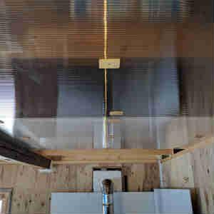 天井板の掃除と断熱処理、隙間をシリコンでふさぐ